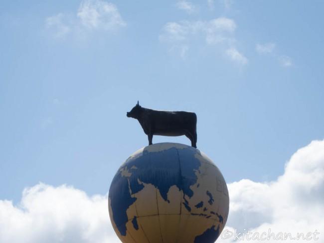 淡路牛のオブジェ